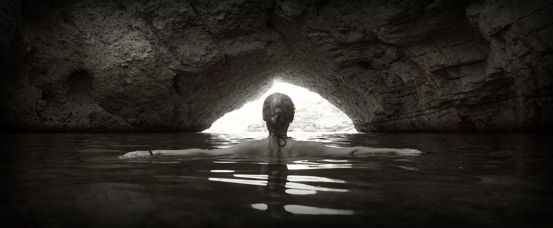grotto-985590_1920
